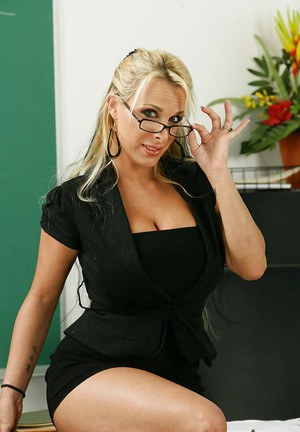 Assy milf teacher Holly Halston is demonstrating her anal hole