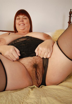 Very fat mature Josie shows her big natural boobs in close-up