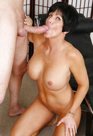 Perverted mommy Shay Fox was drilled by a hard big pole in her face