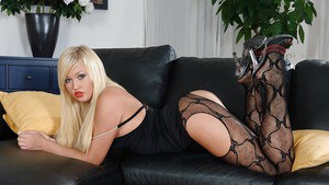 Beauty with red lips Lana Blond came from Europe to amaze us!