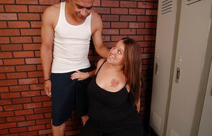 Fat chick with tattoos Velvet gives a blowjob and swallows sperm