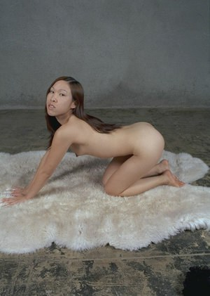 Amateur Asian chick with tiny boobies Bee is posing totally naked