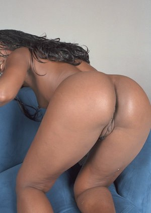 Amateur ebony Neferitti shows off her tiny boobies on the camera