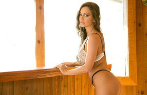 Milf Remy LaCroix demonstrate her good naked body and sweet pussy