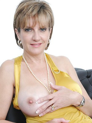 Hot mature Lady Sonia shows off her stunning big natural tits