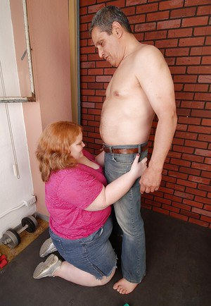 Fatty mature Ruby gives a good deep blowjob just for sperm in mouth