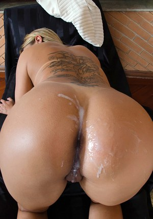 Hardcore man is fucking blonde Monique Lopes in her wide-opened ass