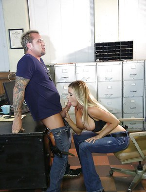 Office slut Samantha Saint is sucking and swallowing sperm after work