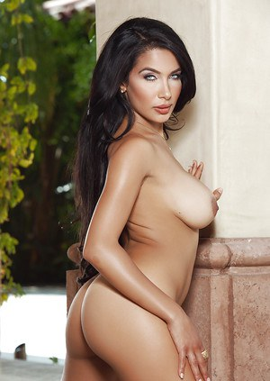 Nasia Jansen shows us her all-natural body in close-up scene