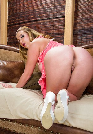 Wife teen Brooke Wylde is dreaming about hardcore ass drilling