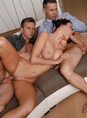 Milf Kitana Lure fucks great with two dicks in the same time!