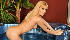 All-natural blonde Sophie Moone shows her tiny wet boobies in the pool