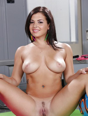 Teenager Keisha Grey shows her stunning oiled body and cute pussy