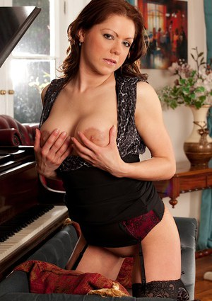 Milf Miah Croft is posing in front piano with naked shaved pussy