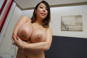Fatty Asian Tigerr Benson is posing in her lovely doggy style