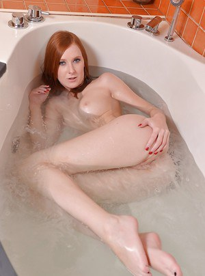 Teen Linda Sweet is taking bath and masturbating her hot pussy