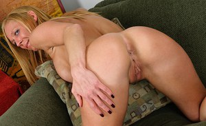 Mature blonde Roxie shows us her sweet big boobies and anal gape
