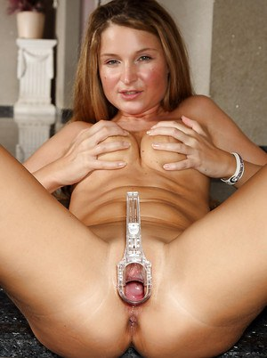 Amateur Angel Snow is stretching her snatch with this medicine tool