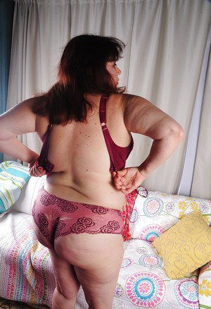 Rubee is demonstrating her truly stunning fat ass and saggy tits