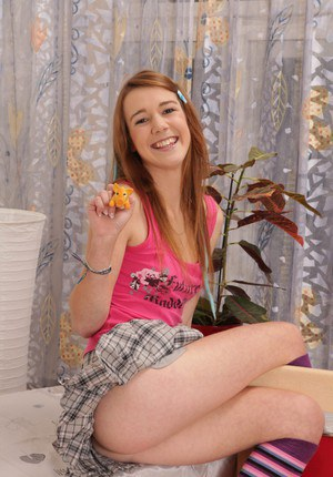 European babe Liz penetrating her accurate pussy with toy