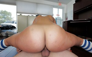 Latina Kelsi Monroe gives a blowjob and fucks in her anal hole