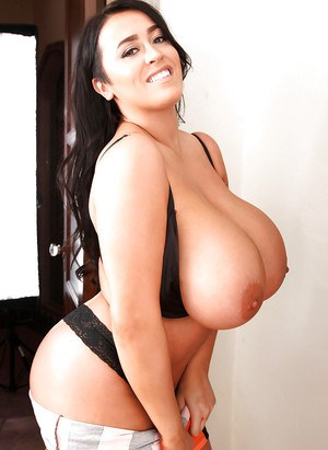 Hot Big-tit brunette Leanne Crow poses topless on the camera!