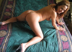 Mature Sherri Parker stretches her little hairy snatch in close-up