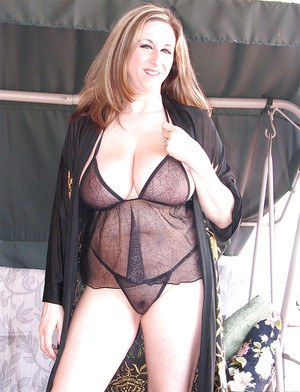 Fatty brunette Kitty Lee is showing off her amazing saggy tits