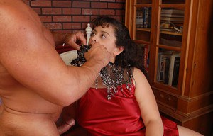 Stunning fatty mature Richelle is banging in her unshaved snatch