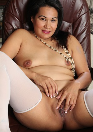 Fatty Asian Susie Jhonson pokes her lovely little hole on the cam