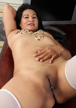 Asian Susie Jhonson takes off her lingerie and pokes that nice pussy