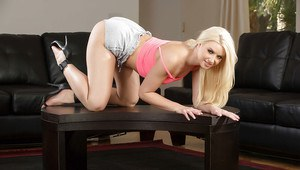 Babe blonde Anikka Albrite demonstrates us her ideal apple-like ass