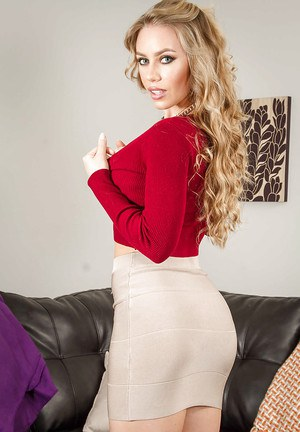 Wife Nicole Aniston shows off her lovely poses in sexual intercourse