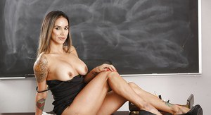 Milf Nadia Style sucks her pencil and plays with shaved pussy