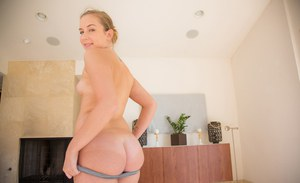 Teen with nice ass Charli Maverick shows up her butthole in the bed