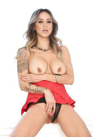 Babe Latina Nadia Styles shows her truly outstanding naked shape