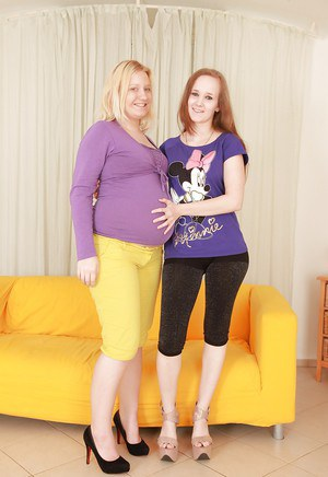 Fatty chicks Nicoll and Jessica Lion are humping in their hairy pusses