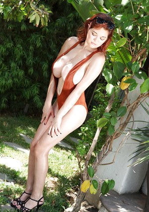 Big-tit chick with red hair Tessa Fowler poses like a pornstar
