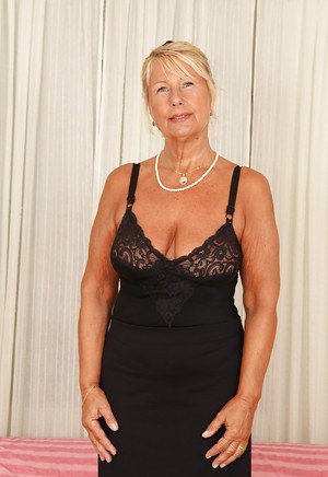 Blonde milf with short hair bj 6