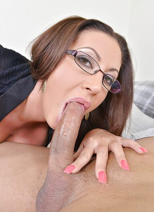 European secretary Emma Butt is tasting her new boss's dick!