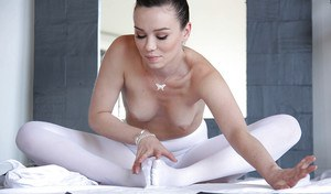 Flexy ballerina Capri Anderson shows her pretty hot naked shape