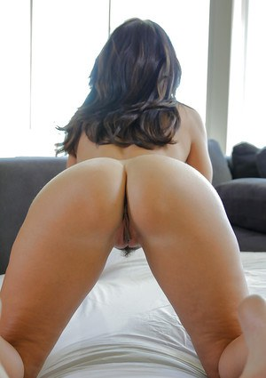 Big-tit brunette Ava Addams stretches her juicy asshole and pussy