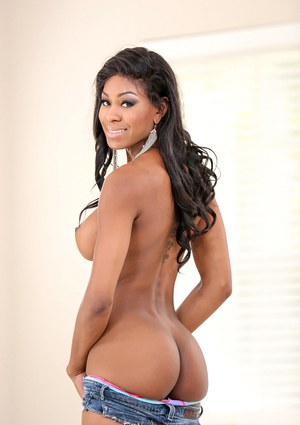 Tanned ebony Nadia Jay demonstrates her juicy black booty and pussy