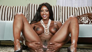 Ebony mom Diamond Jackson shows her absolutely ideal sexy shape