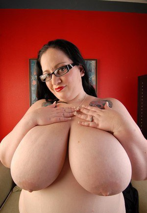 Very fat mature in glasses Glory-Foxxx takes off her black dress