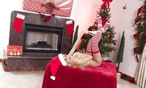 Awesome bleached goddess Zoey Monroe undresses her Christmas suite