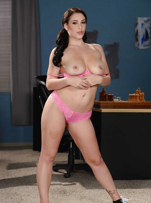 Big-tit brunette Noelle Easton demonstrates her nice boobies and puss
