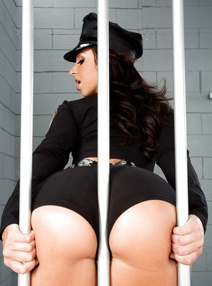Spicy Anikka Albrite plays with her gorgeous ass in the jail
