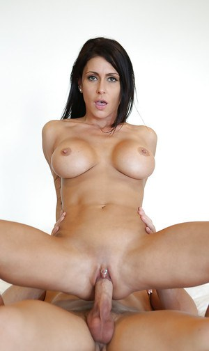 Jessica Jaymes is sucking this juicy dick in deepthroat style