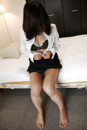 Japanese bombshell Kayoko Ikehata shows off her unshaved vagina
